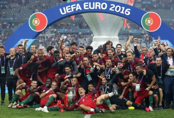 Cristiano Ronaldo und Team ist Fußball-Europameister 2016 geworden. Ein 1:0 nach Verlängerung reichte im Stade de France in Saint-Denis am 10.Juli 2016. / AFP PHOTO / Valery HACHE