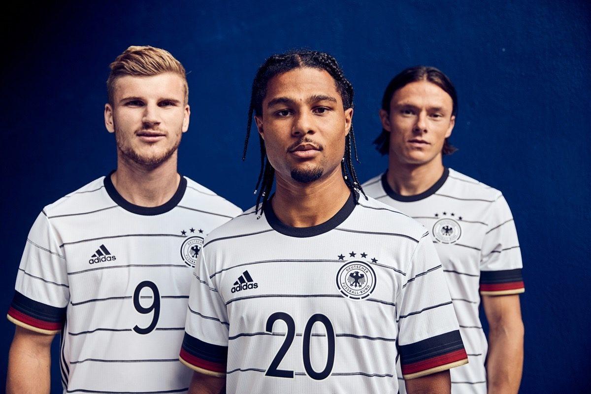 Das neue DFB Trikot zur EM 2020 wird von Timo Werner, Serge Gnabry und Nico Schulz präsentiert.