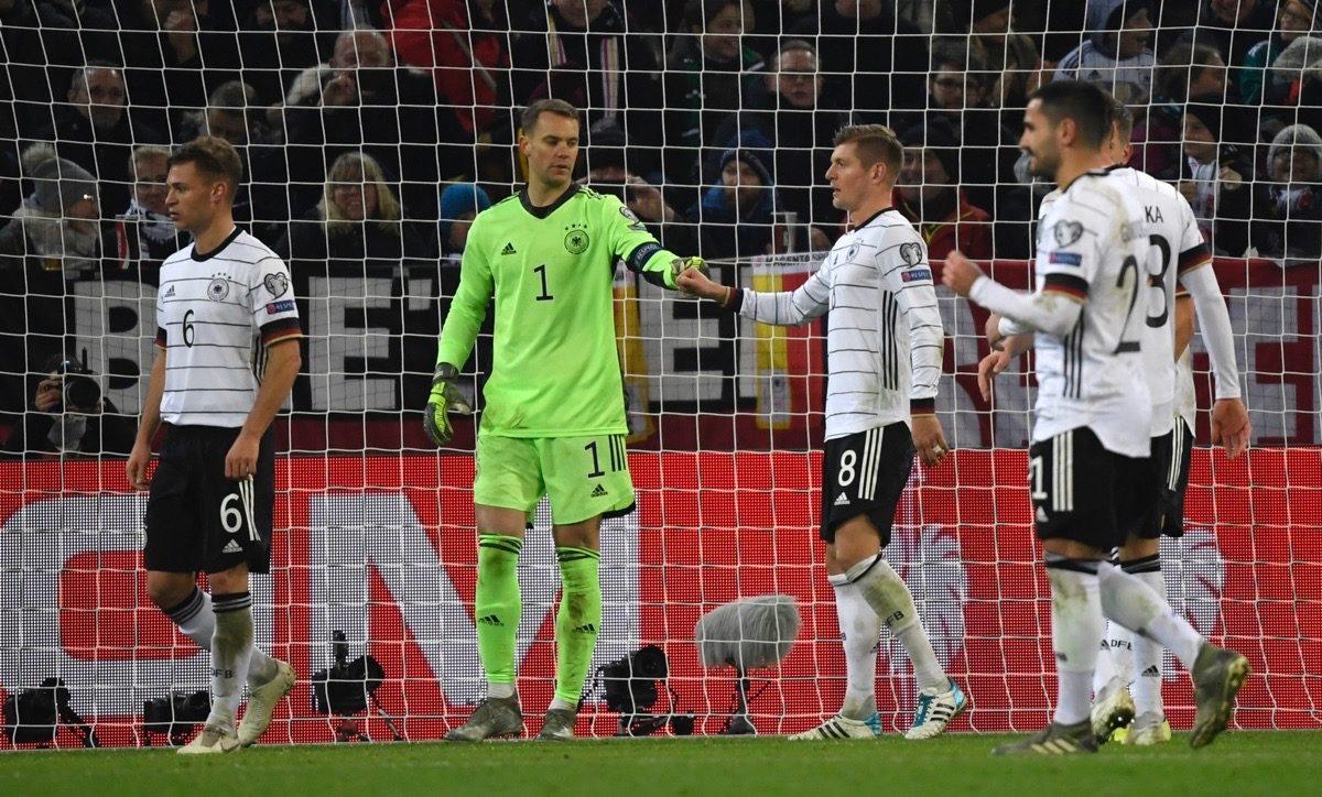 Deutschlands Stammtorhüter Manuel Neuer am 16.11.2019 beim EM-Quali Spiel gegen Weissrussland(Photo by INA FASSBENDER / AFP)