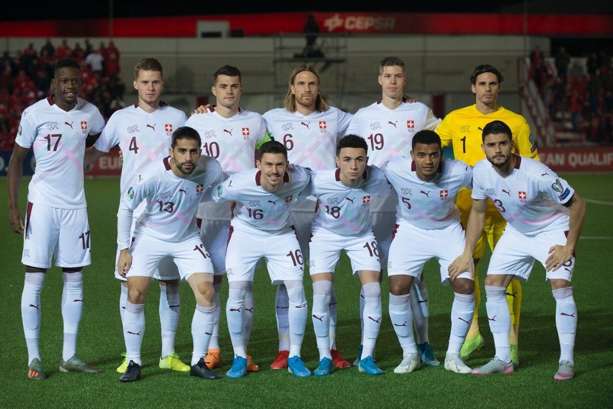 Die Schweizer Nati im neuen Puma Auswärtstrikot zur EM 2020 beim EM-Quali-Spiel gegen Gibraltar am 18.November 2019 (Photo by JORGE GUERRERO / AFP)