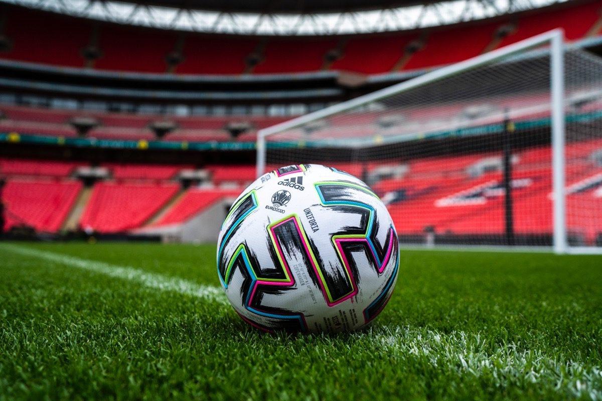 Der neue Spielball der UEFA EURO 2020 - der Uniforia! Er wird im Mittelpunkten eines jeden Spieles stehen - die Anstoßzeiten sind verschieden!