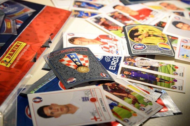 """AM 15.3.2016 wurden die Panini Sticker zur """"UEFA EURO 2016"""" in Paris vorgestellt. Wann das neue 2020er Heft kommt, ist derzeit noch ungewiss. / AFP / BERTRAND GUAY"""