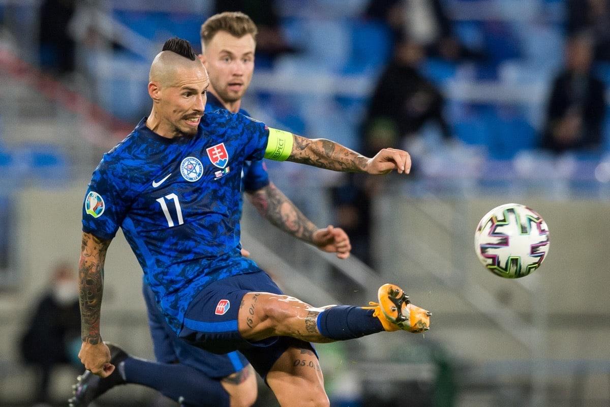 Slowakeis Altstar Marek Hamsik beim Euro 2020 play-off Halbfinale gegen Irland in Bratislavaam 8. October 2020. (Photo by VLADIMIR SIMICEK / AFP)